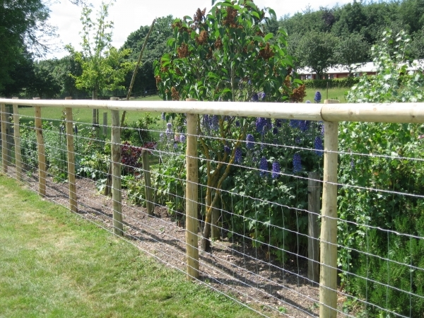 Amazing Wood And Wire Fence Designs Fences Wire Fencing