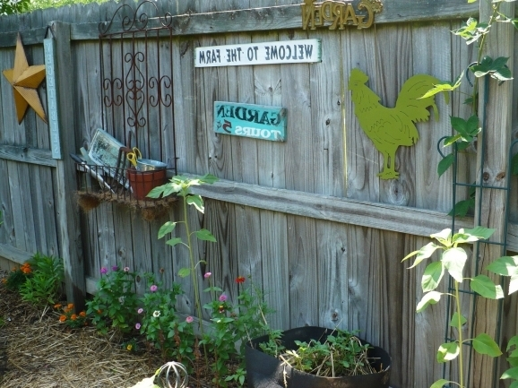 Backyard Fence Decorating Ideas